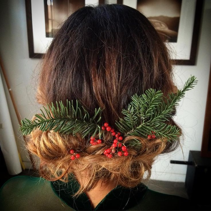 Hair Styles Ideas Whether You Are Looking For A Christmas Hairstyle For A School Party An Evening Listfender Leading Inspiration Magazine Shopping Trends Lifestyle More