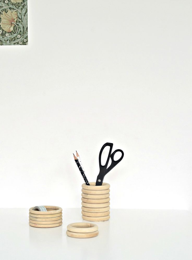 Diy home diy wooden pencil holder and mini desk Diy pencil holder for desk