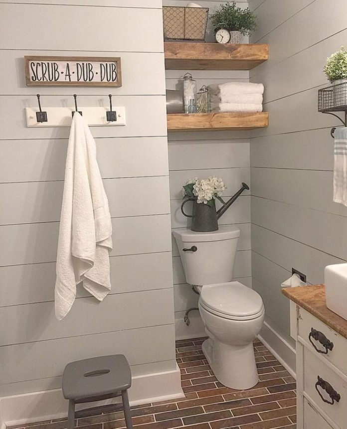 Diy Home : Hooks For Towels Farmhouse Bathroom / Shiplap / Brick Floor / Bathroom Inspirati